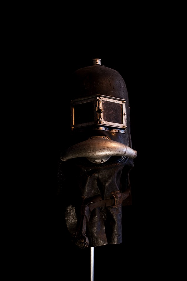 THE CONTEMPORARY STEAMPUNK CABINET all rights reserved Rauchhelm smoke helmet CABINET R.jpg